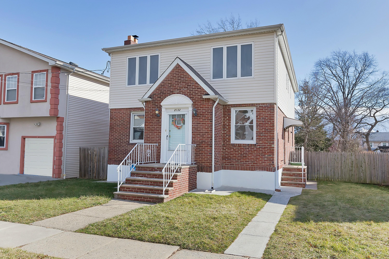 独户住宅 为 销售 在 2132 Caroline Ave, Linden, NJ 林登, 新泽西州 07036 美国