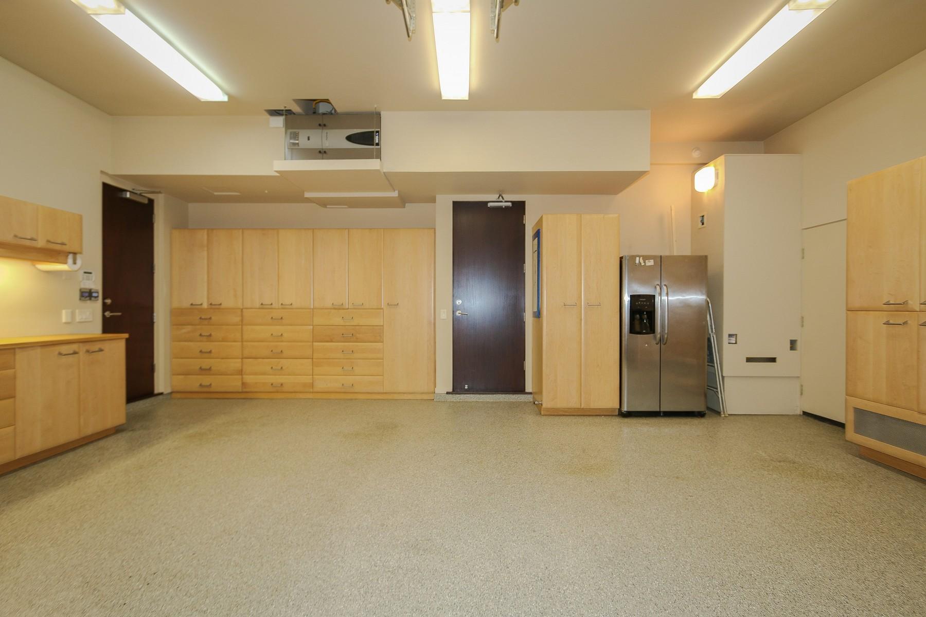 Additional photo for property listing at 5564 Calumet Avenue  La Jolla, California 92037 United States