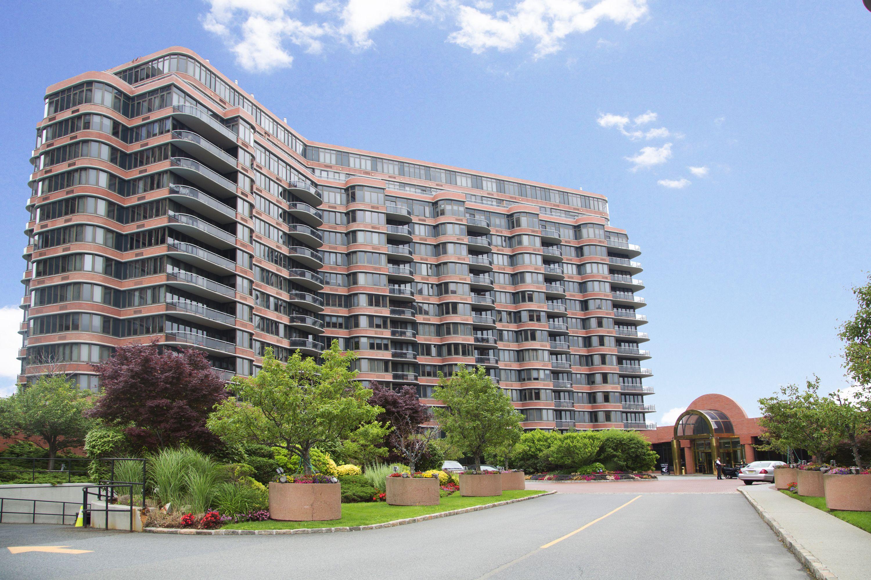 콘도미니엄 용 매매 에 Sun Drenched Condo with Hudson River Views! 100 Winston Drive N16L Cliffside Park, 뉴저지 07010 미국