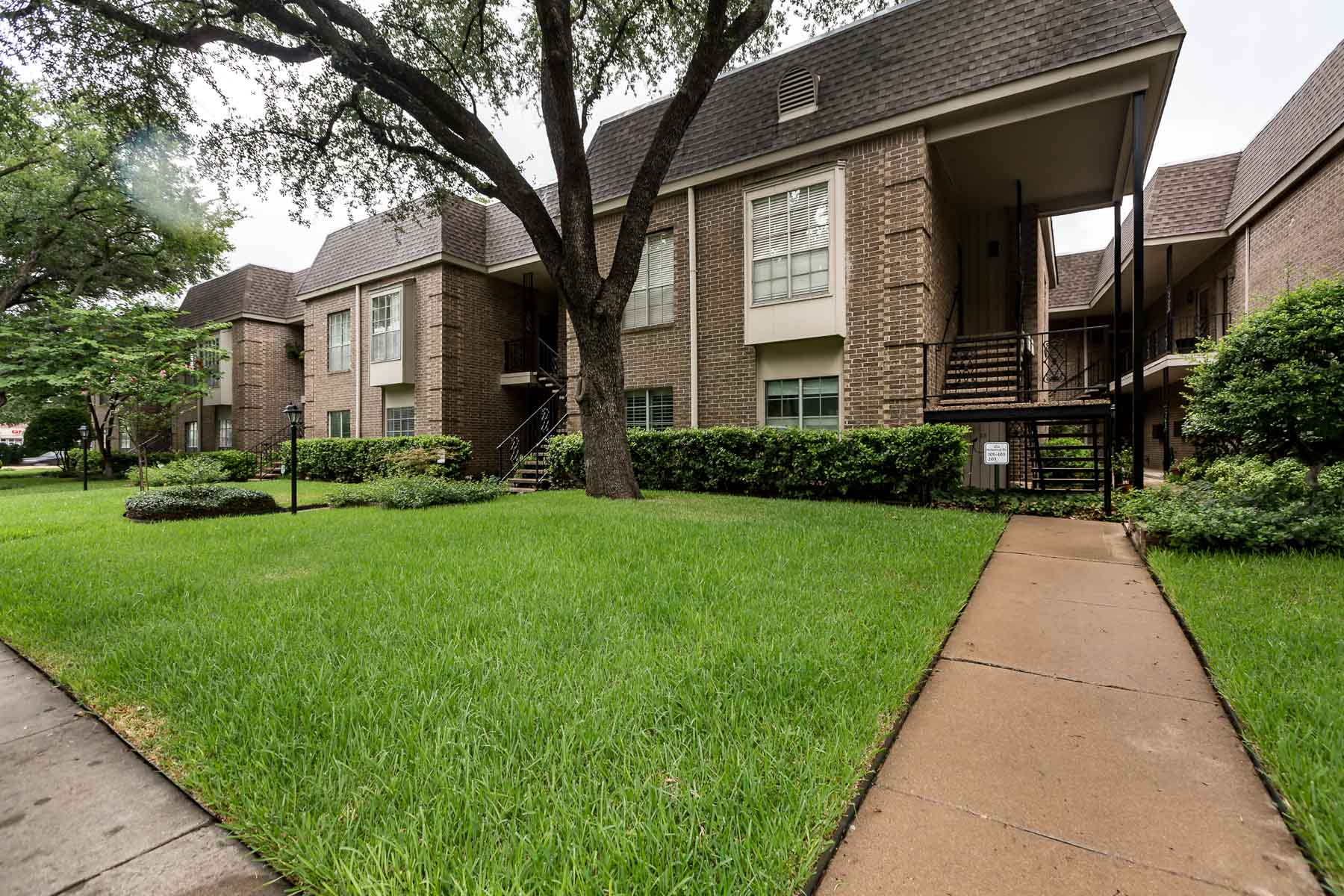 Copropriété pour l Vente à Nicely updated spacious 1 bedroom 4434 Harlanwood Dr. #221 Fort Worth, Texas, 76109 États-Unis