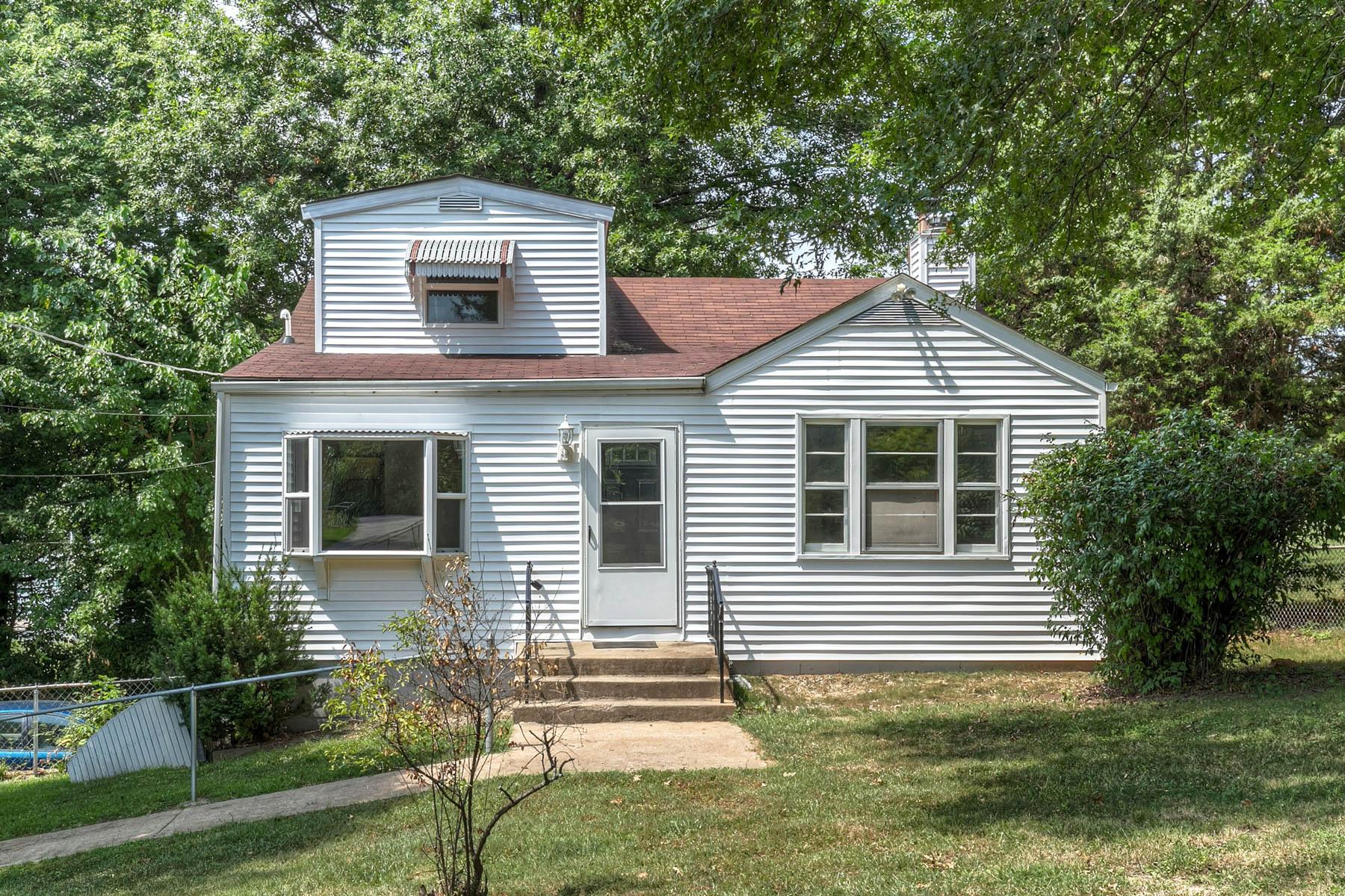 Частный односемейный дом для того Продажа на Orchard 3905 Orchard Arnold, Миссури 63010 Соединенные Штаты