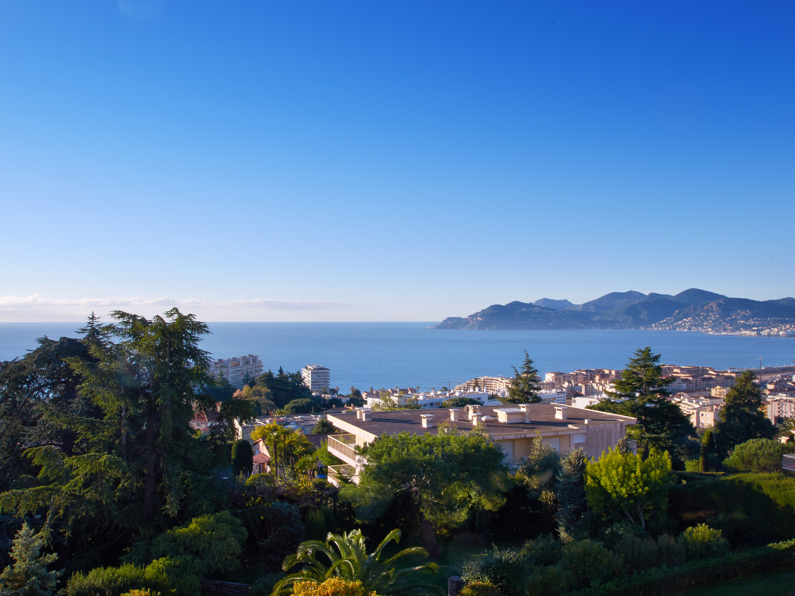 Apartamento para Venda às Panoramic sea view and large terrace for this one bedroom apartment La Croix des Gardes Cannes, Provença-Alpes-Costa Azul 06150 França