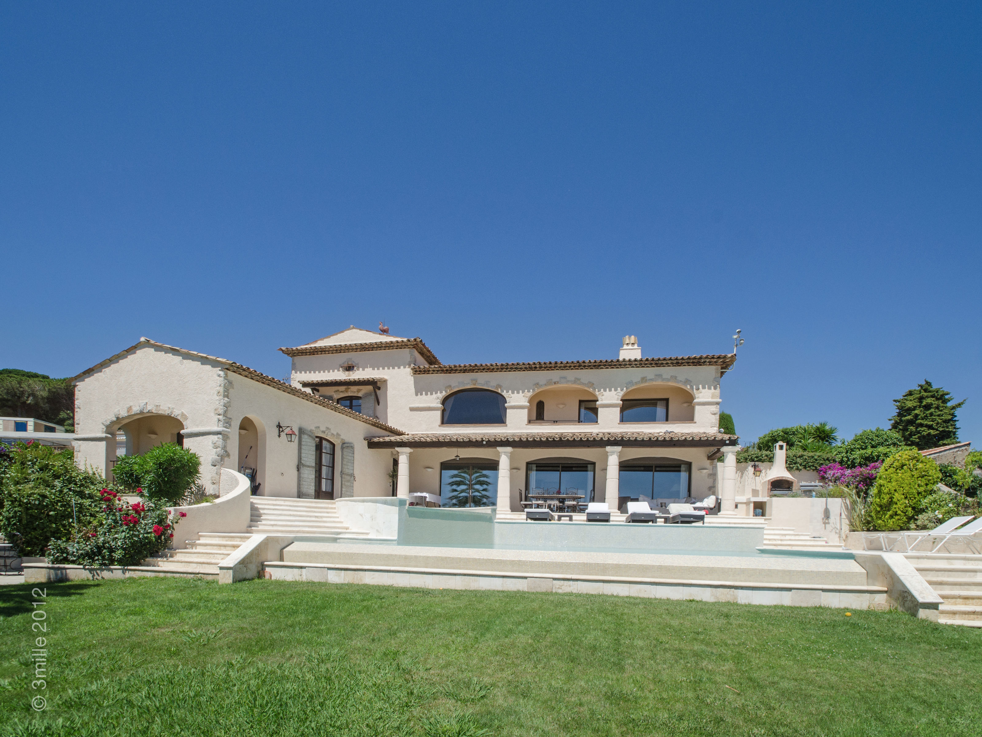 Single Family Home for Sale at EXTRAORDINARY VILLA ENJOYING 180° SEA VIEW Cannes, Provence-Alpes-Cote D'Azur 06220 France