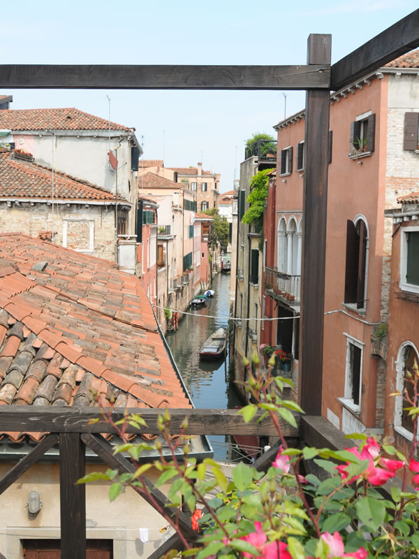 Additional photo for property listing at Delightful historic house with roof terrace  Venice, Venice 30123 Italien