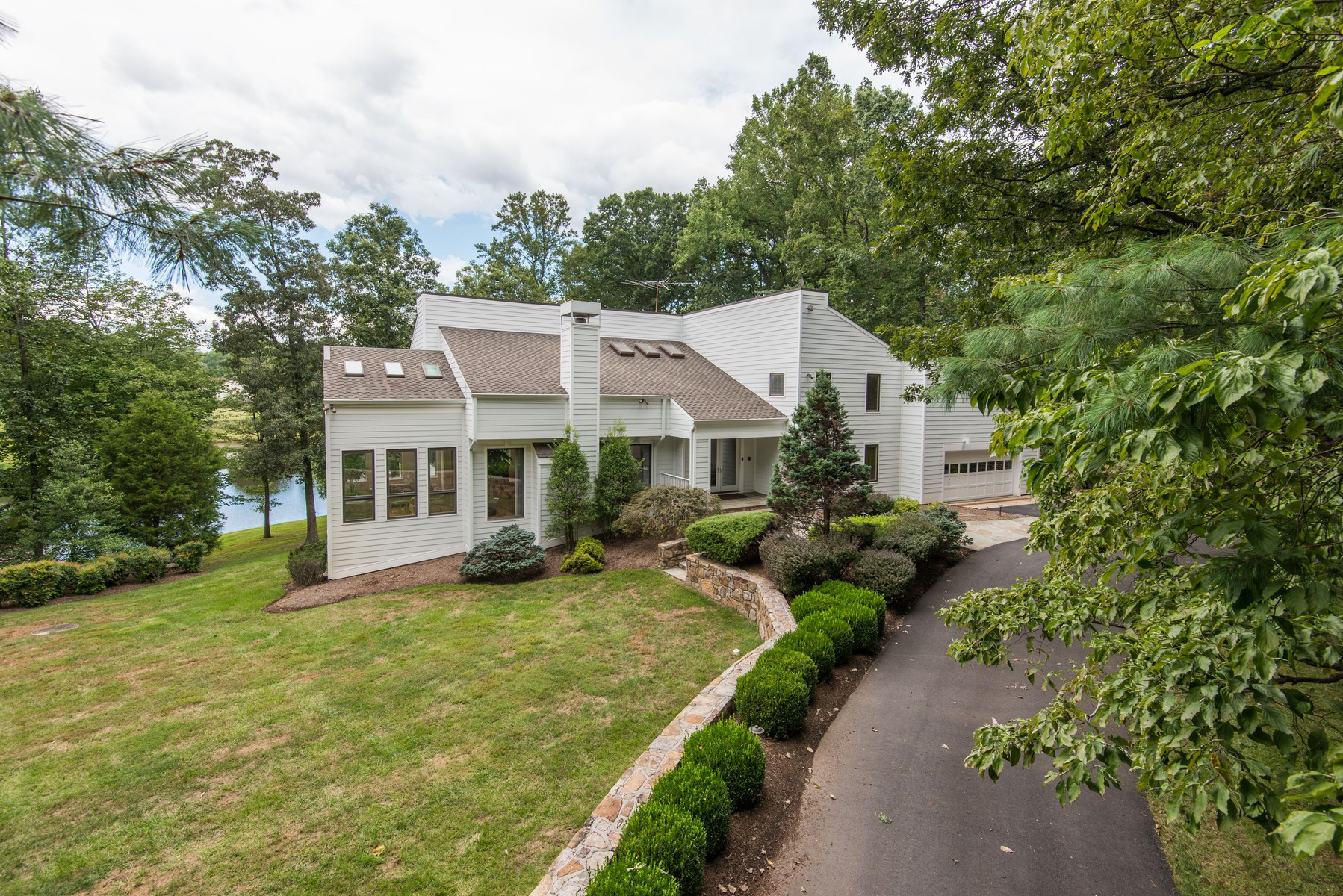 Additional photo for property listing at 10896 Lake Windermere Drive, Great Falls  Great Falls, Virginia 22066 United States