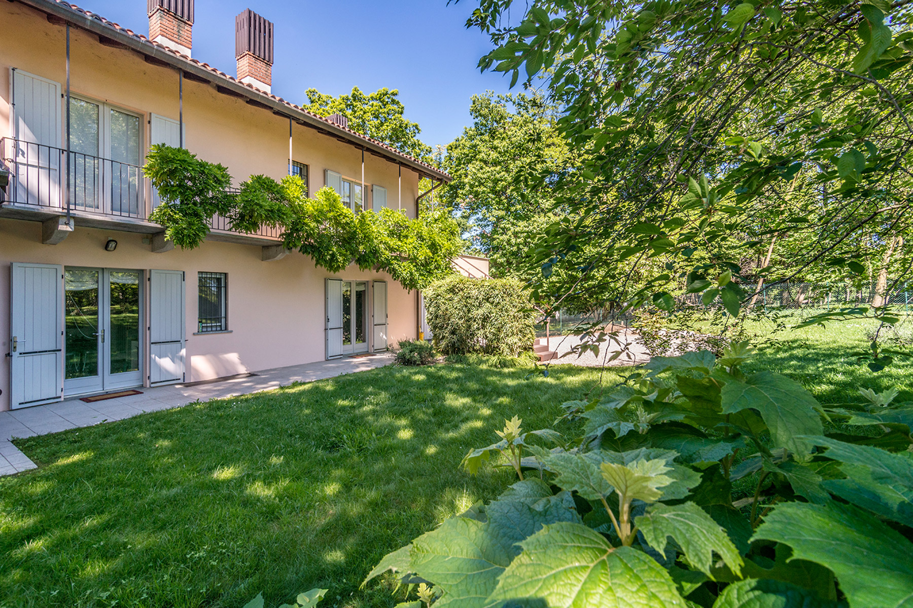 Additional photo for property listing at Modern country house with private garden Agrate Conturbia, Novara Italy