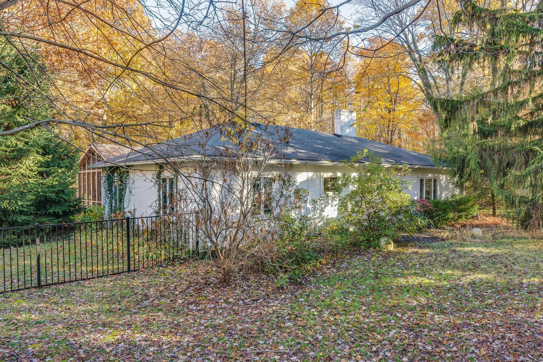 Einfamilienhaus für Verkauf beim Peaceful Setting 14621 Brown Rd Lakeside, Michigan, 49116 Vereinigte Staaten