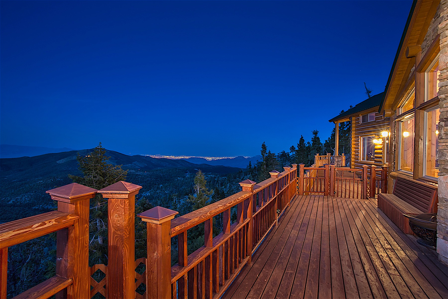 Casa Unifamiliar por un Venta en Bristlecone Heights Luxury Mountain Retreat 4910 Cougar Ridge Trail Mount Charleston, Nevada, 89124 Estados Unidos