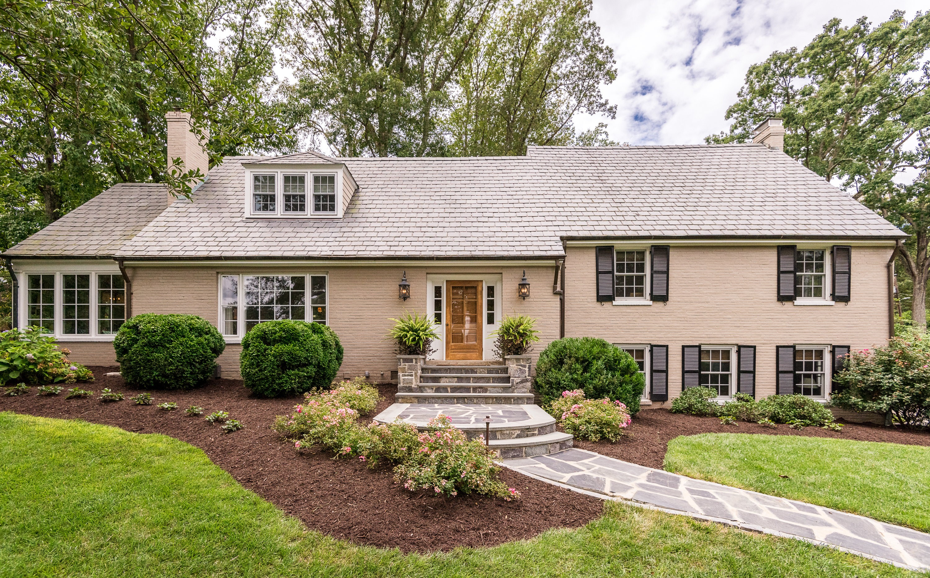 Single Family Home for Sale at Mooreland Farms 8905 Alendale Road Henrico, Virginia, 23229 United States