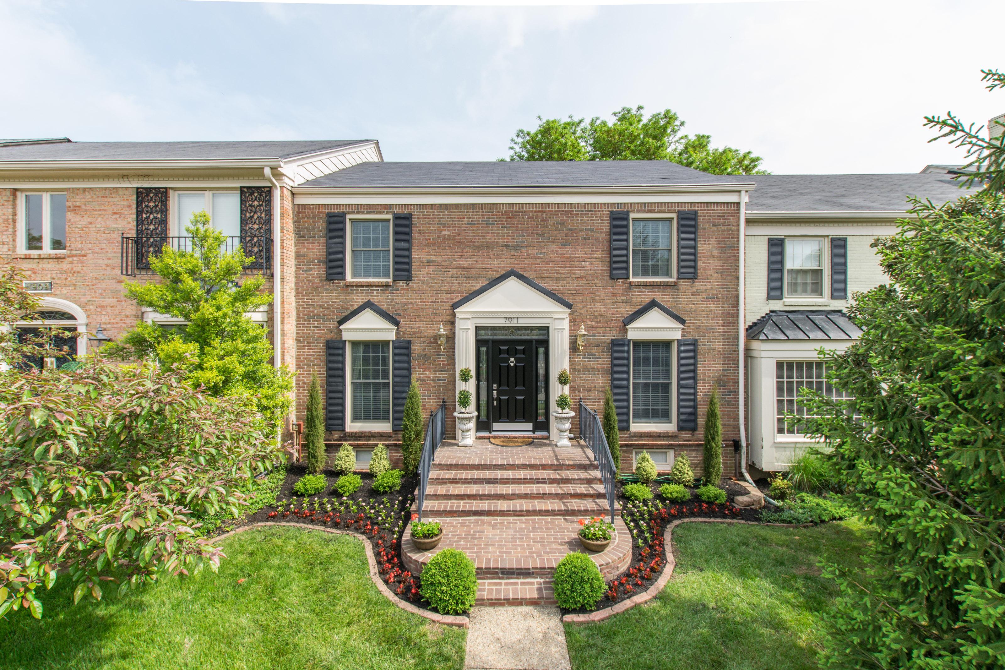 多棟聯建住宅 為 出售 在 7911 Westover Drive Prospect, 肯塔基州, 40059 美國