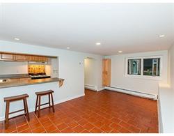 Nhà chung cư vì Bán tại Spacious 2 bedroom with private outdoor space. 47 Tileston Street Unit 1 North End, Boston, Massachusetts 02113 Hoa Kỳ