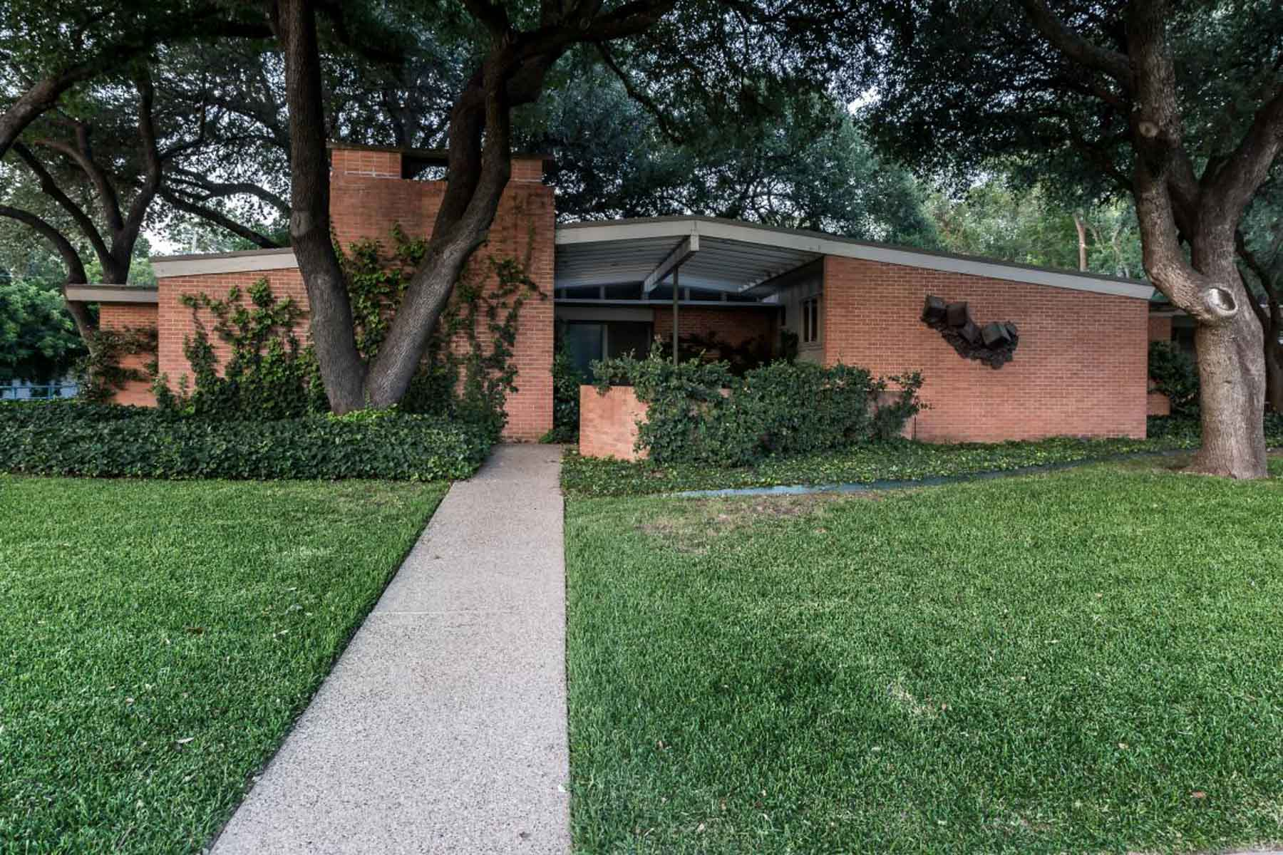 Single Family Home for Sale at Mid Century Modern Home 2601 Hartwood Drive Fort Worth, Texas, 76109 United States