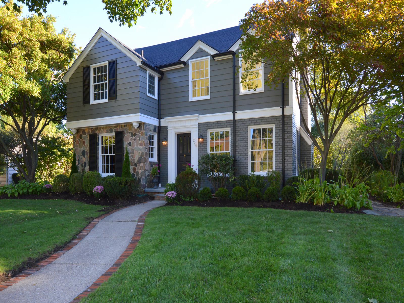 Nhà ở một gia đình vì Bán tại Bloomfield Hills 220 N Glengarry Road Bloomfield Hills, Michigan 48301 Hoa Kỳ