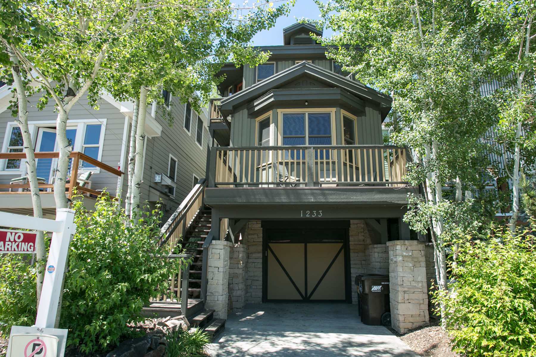 Maison unifamiliale pour l Vente à Gorgeous Home w/ Epic Location! Walk to Vail's Park City Mountain Resort. 1233 Empire Ave Park City, Utah 84060 États-Unis