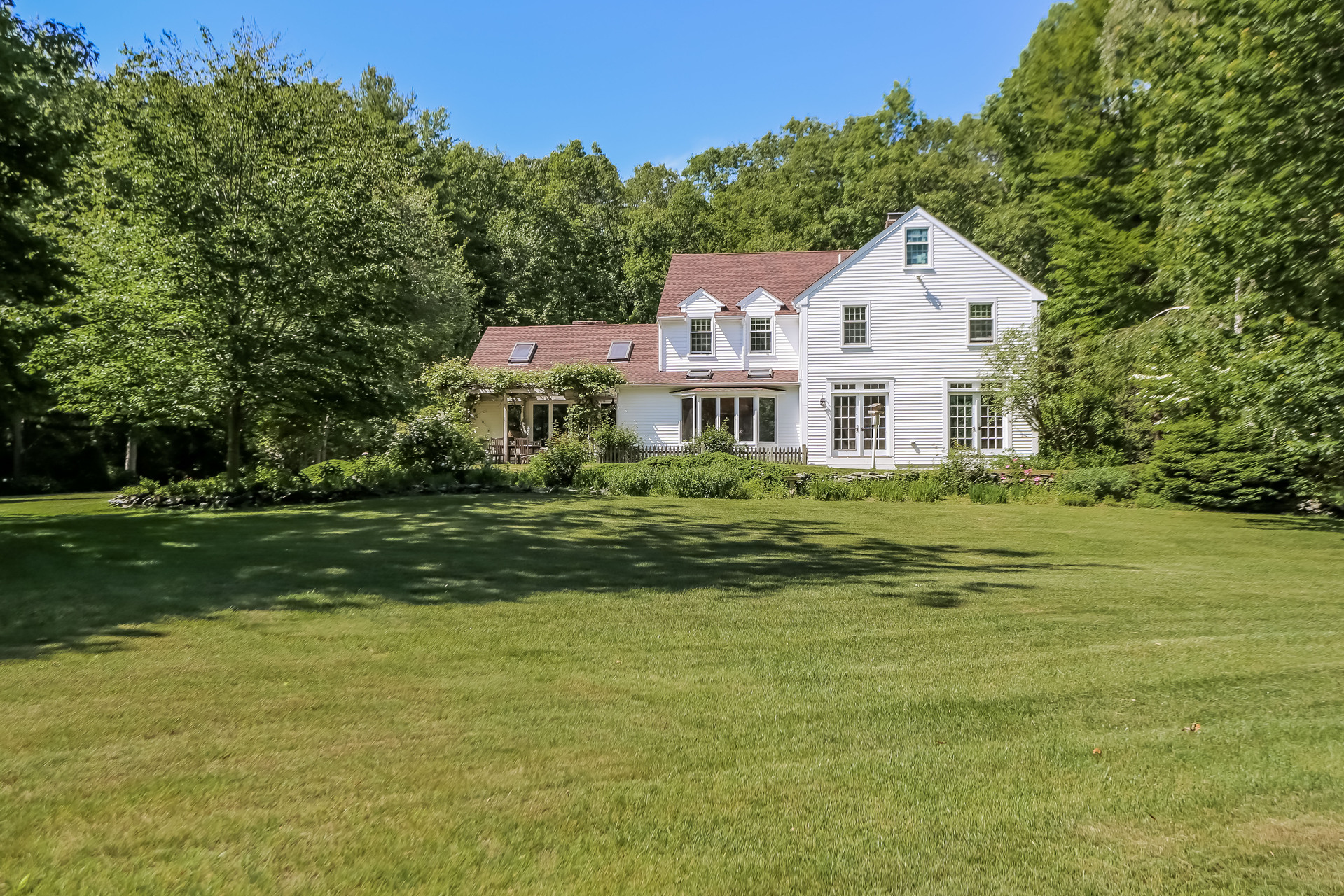 Single Family Home for Sale at 35 Acre Quintessential Retreat 427 Main Street Norwell, Massachusetts 02061 United States