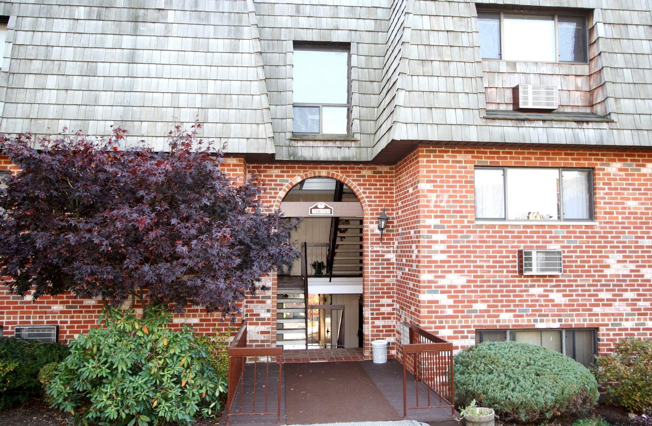 Condomínio para Venda às Easy Living at the Treetops 7-15 Briarcliff Drive Ossining, Nova York 10562 Estados Unidos
