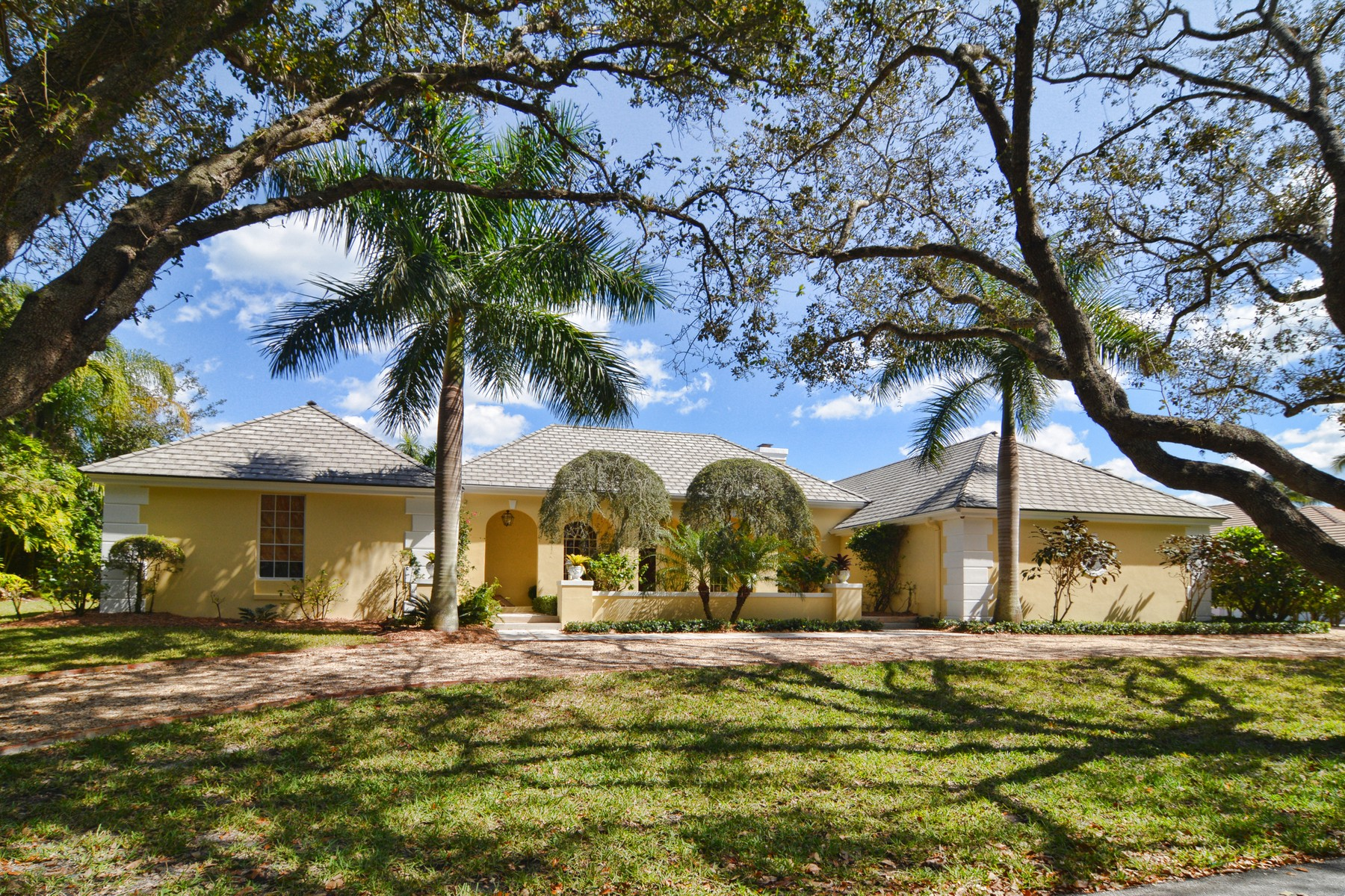 Maison unifamiliale pour l Vente à 18444 SE Heritage Drive Heritage Oaks, Tequesta, Florida, 33469 États-Unis