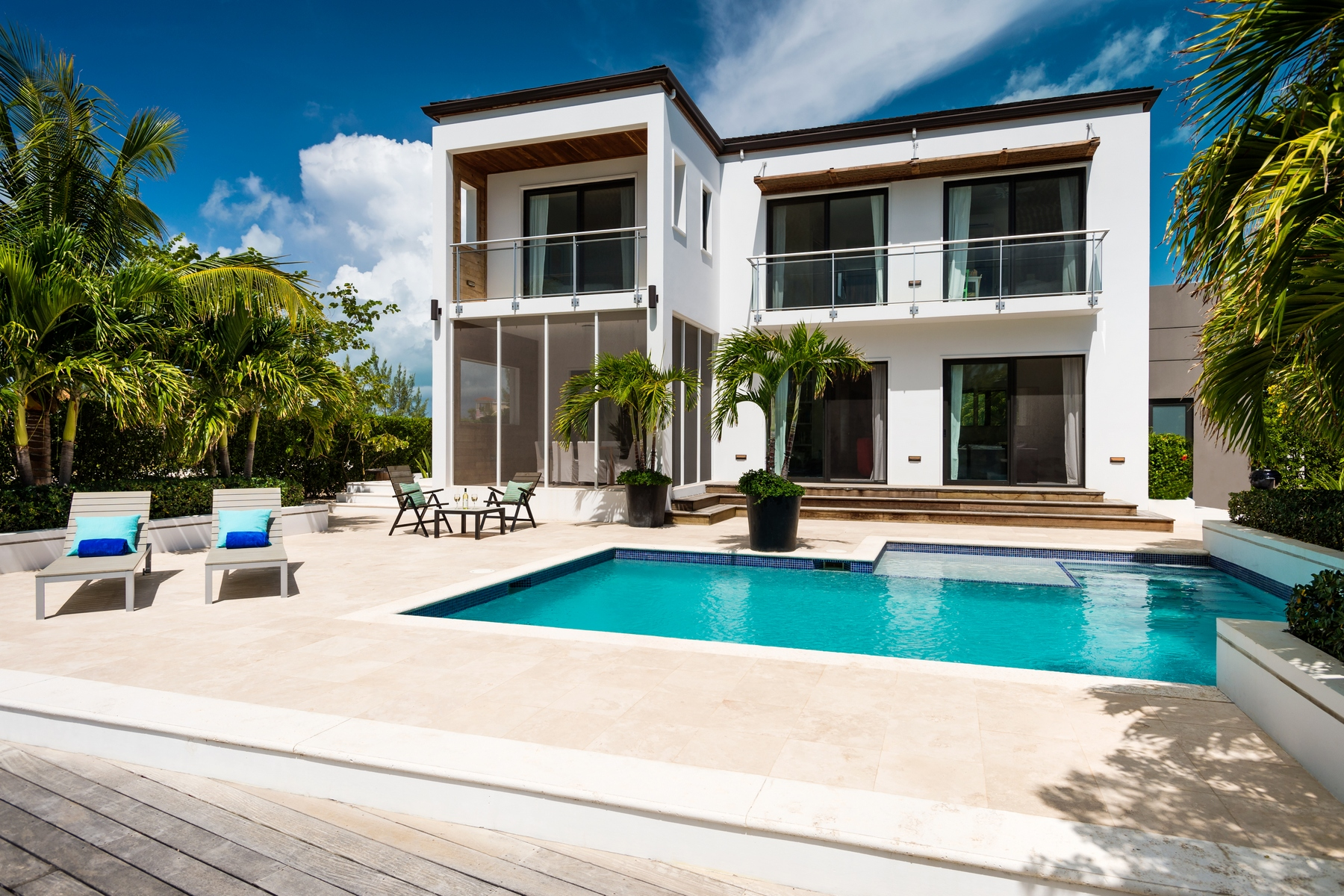단독 가정 주택 용 매매 에 Contemporary Caribbean Waterfront Villa Leeward, 프로비덴시알레스섬 터크스 케이커스 제도