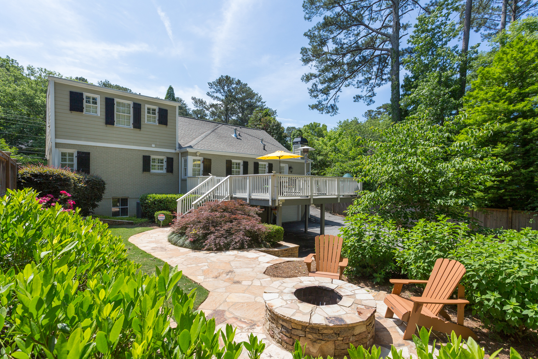 Tek Ailelik Ev için Satış at Cape Cod Home in Sought After Morningside 1738 Johnson Road Atlanta, Georgia, 30306 Amerika Birleşik Devletleri