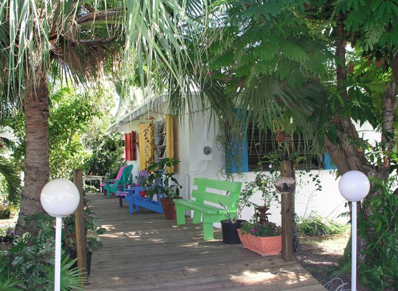 Additional photo for property listing at Hidden Escape - Cozy Cottage with great deck areas Spanish Wells Spanish Wells, Eleuthera 0 Bahamas