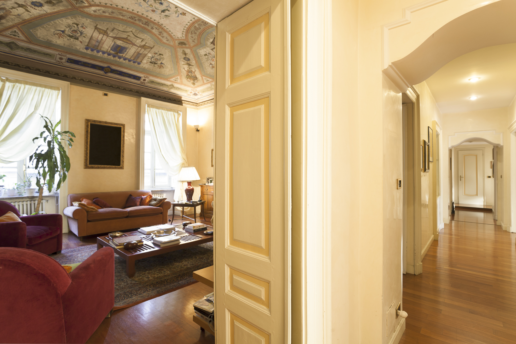 Additional photo for property listing at Elegant apartment in Piazza Vittorio Piazza Vittorio Veneto Torino, Turin 10124 Italia