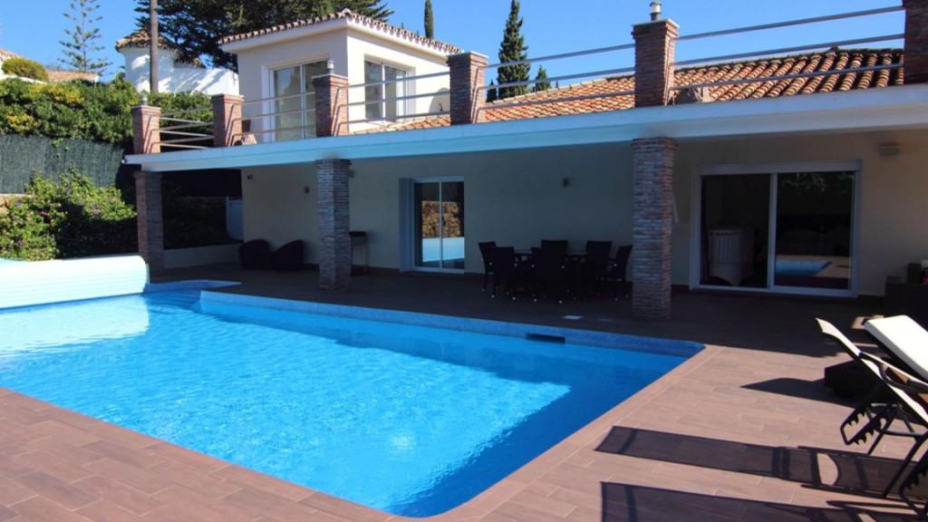 단독 가정 주택 용 매매 에 Muy elegante villa ubicada en una urbanización tranquila Other Andalucia, 안달루시아 29679 스페인