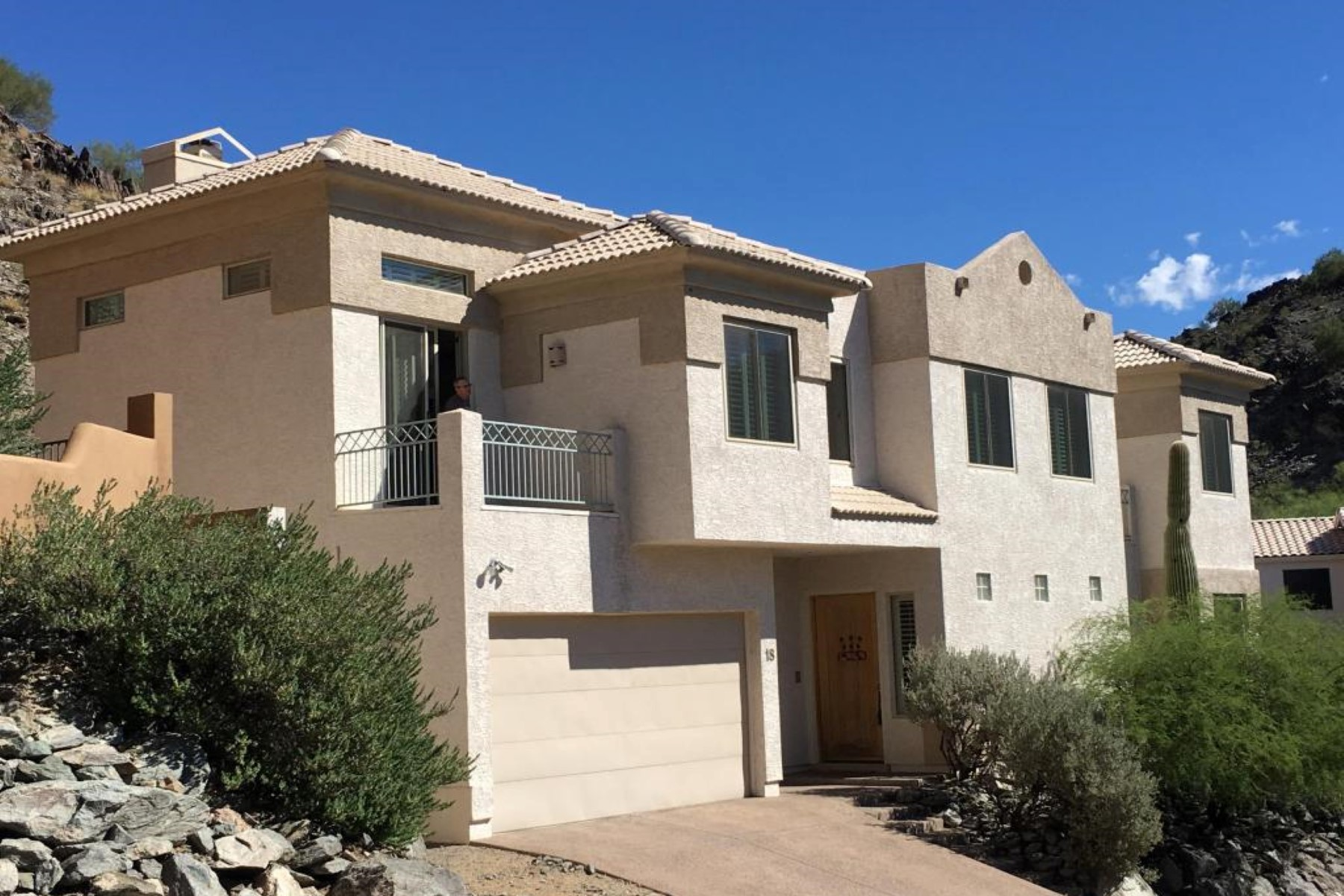 Single Family Home for Sale at Perfect hidden gem in the exclusive gated community of Mount Central Place 18 W North Ln Phoenix, Arizona, 85021 United States