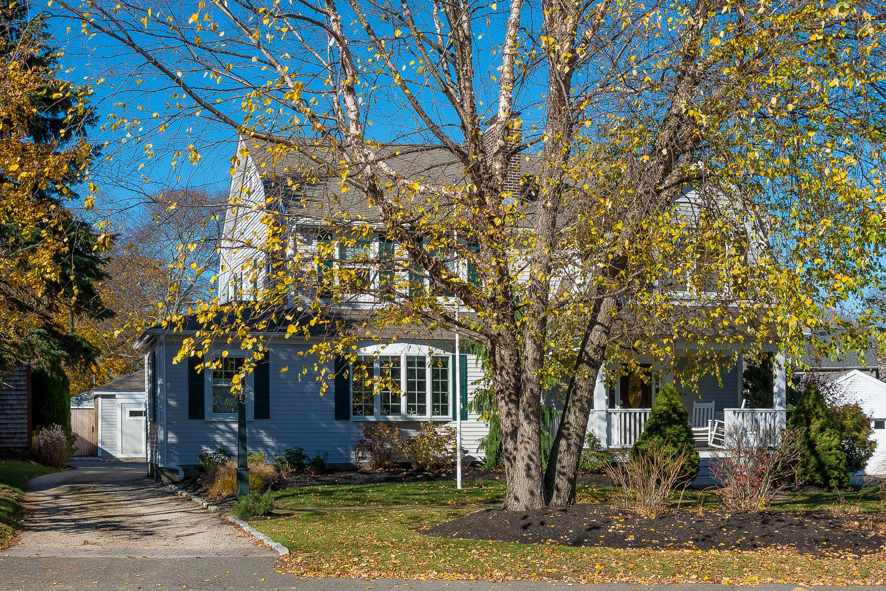 Villa per Vendita alle ore Renovated Five Bedroom Clifton Colonial 85 Humphrey Street Marblehead, Massachusetts, 01945 Stati Uniti