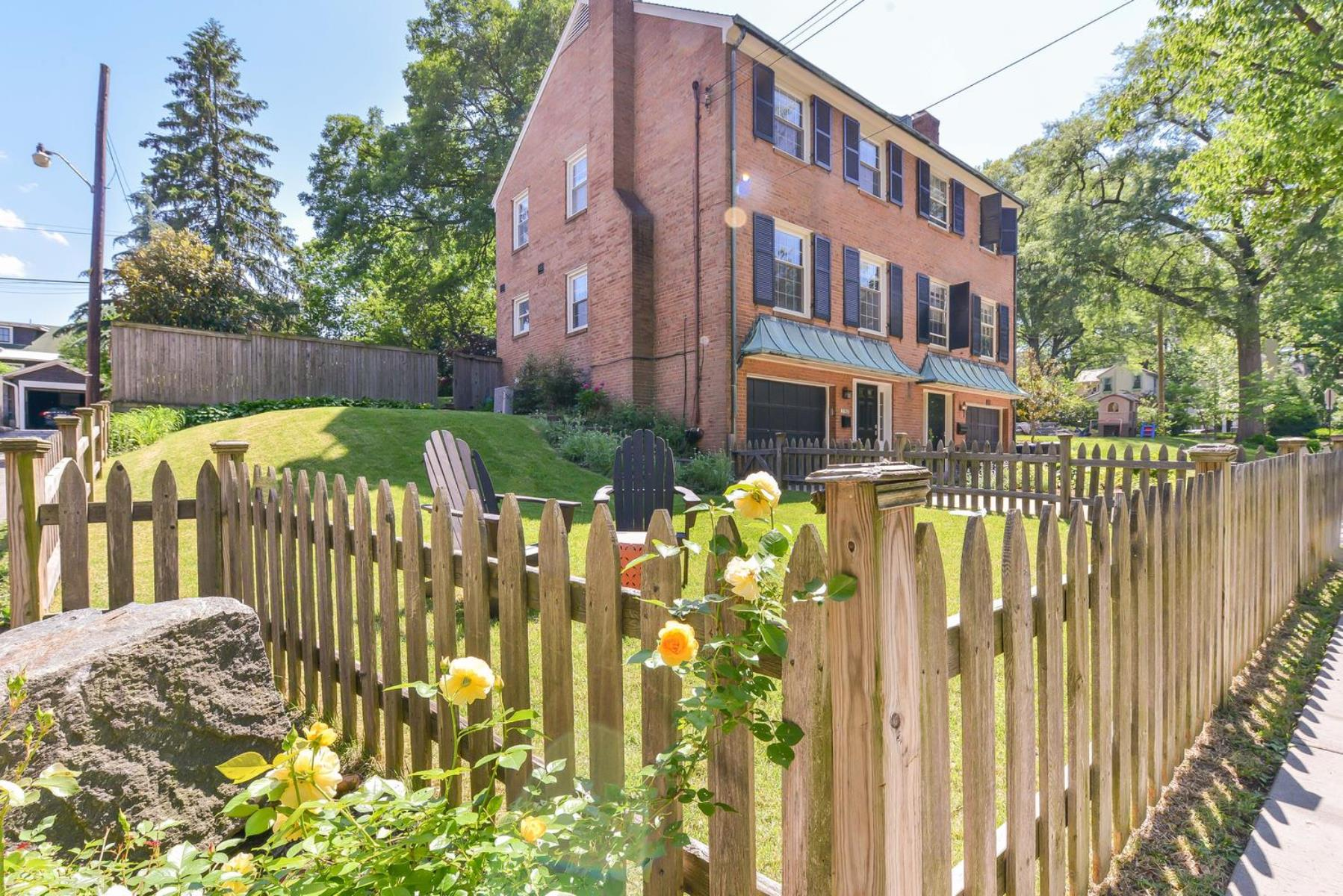 Maison de Ville pour l Vente à 3552 Quebec Street NW, Washington Washington, District De Columbia 20016 États-Unis