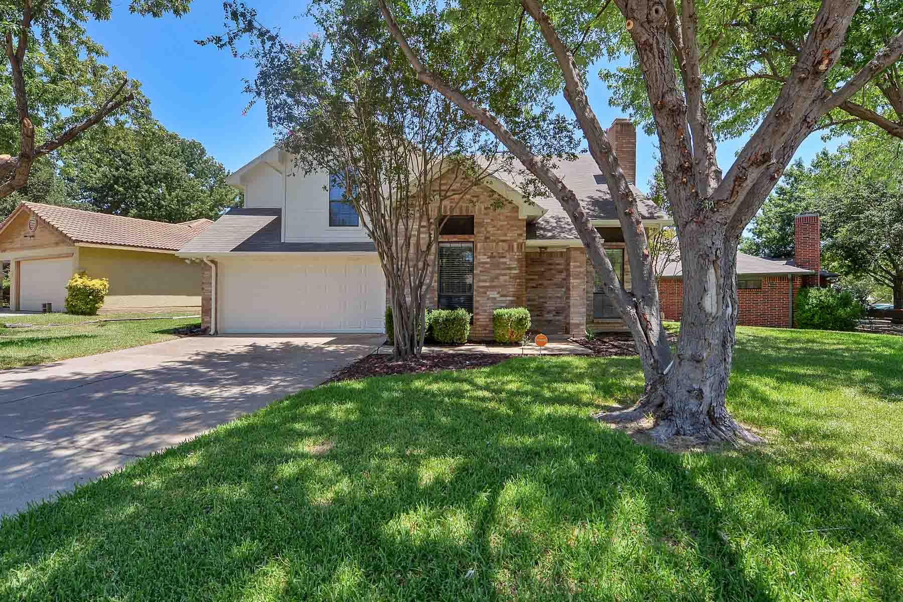 Casa Unifamiliar por un Venta en Martin H.S. Traditional 5731 Sterling Green Trl. Arlington, Texas, 76017 Estados Unidos