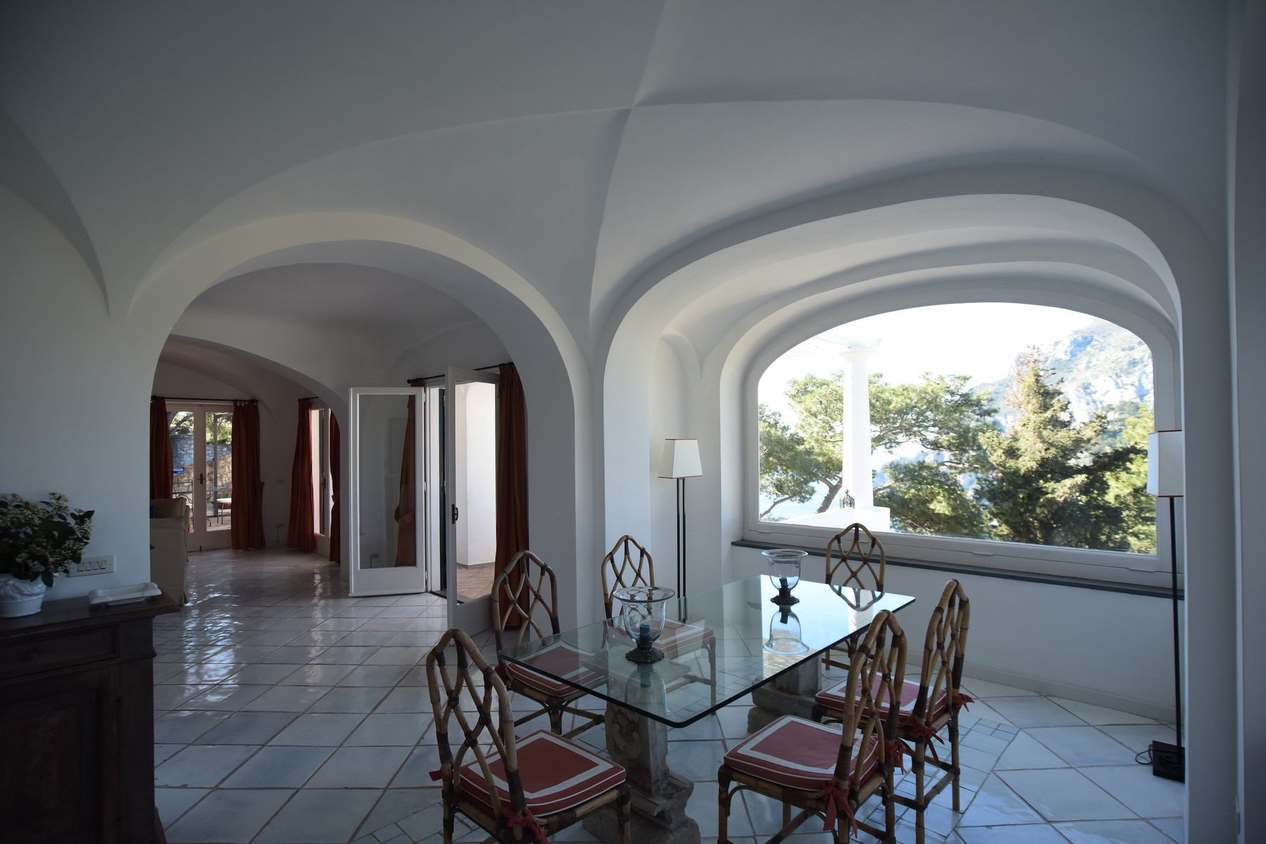 Additional photo for property listing at Magnificent panoramic villa Capri, Naples Italie