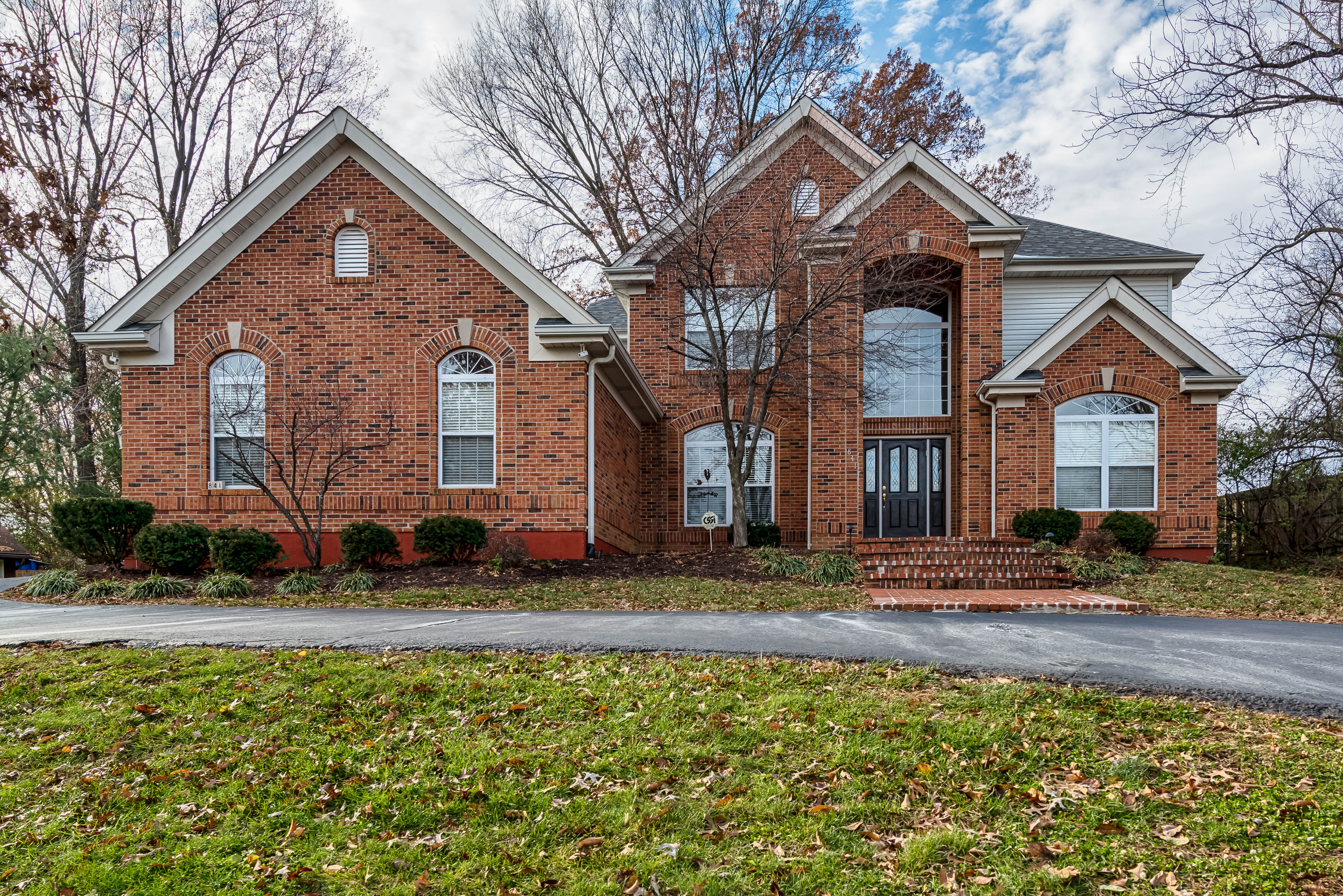 Single Family Home for Sale at 15 year old custom home in the Ladue School District. 841 N Spoede Road St. Louis, Missouri, 63141 United States