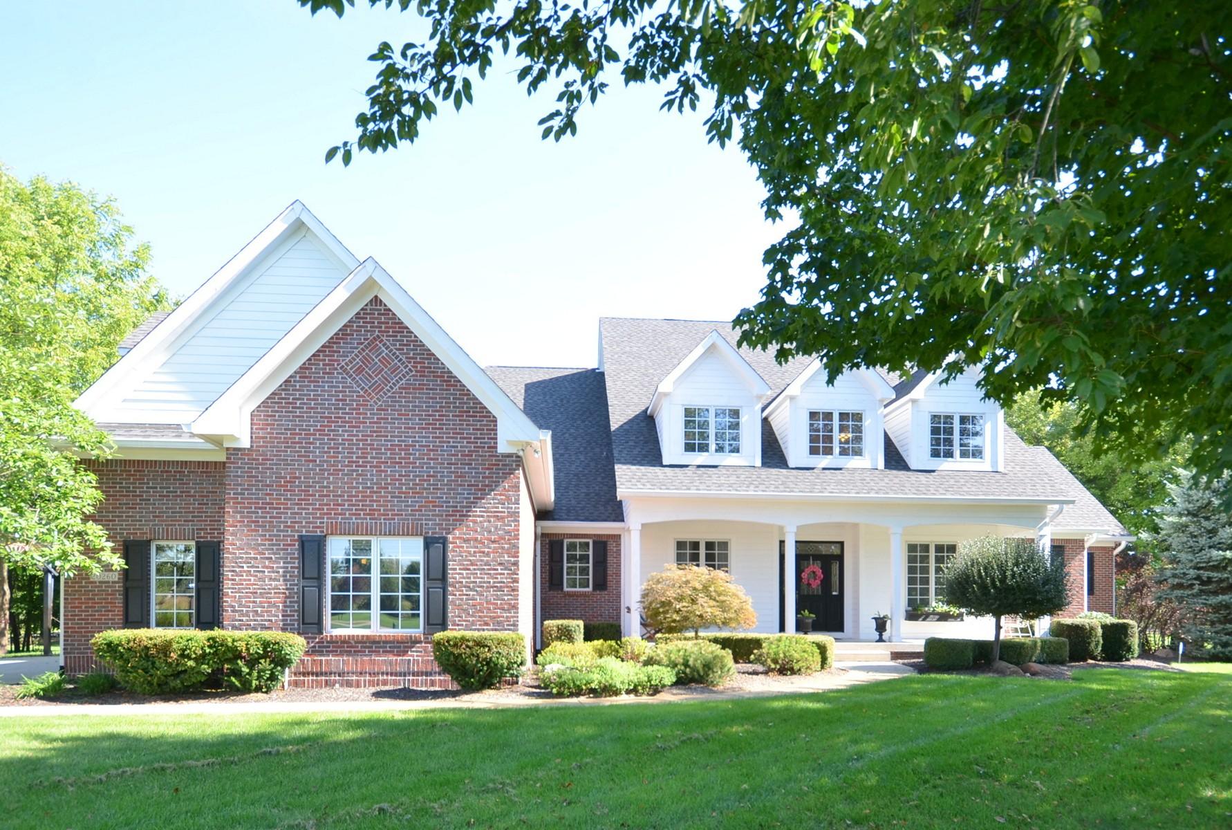 Maison unifamiliale pour l Vente à Expansive Home on 2 Acres 20260 Dayspring Court Noblesville, Indiana, 46062 États-Unis