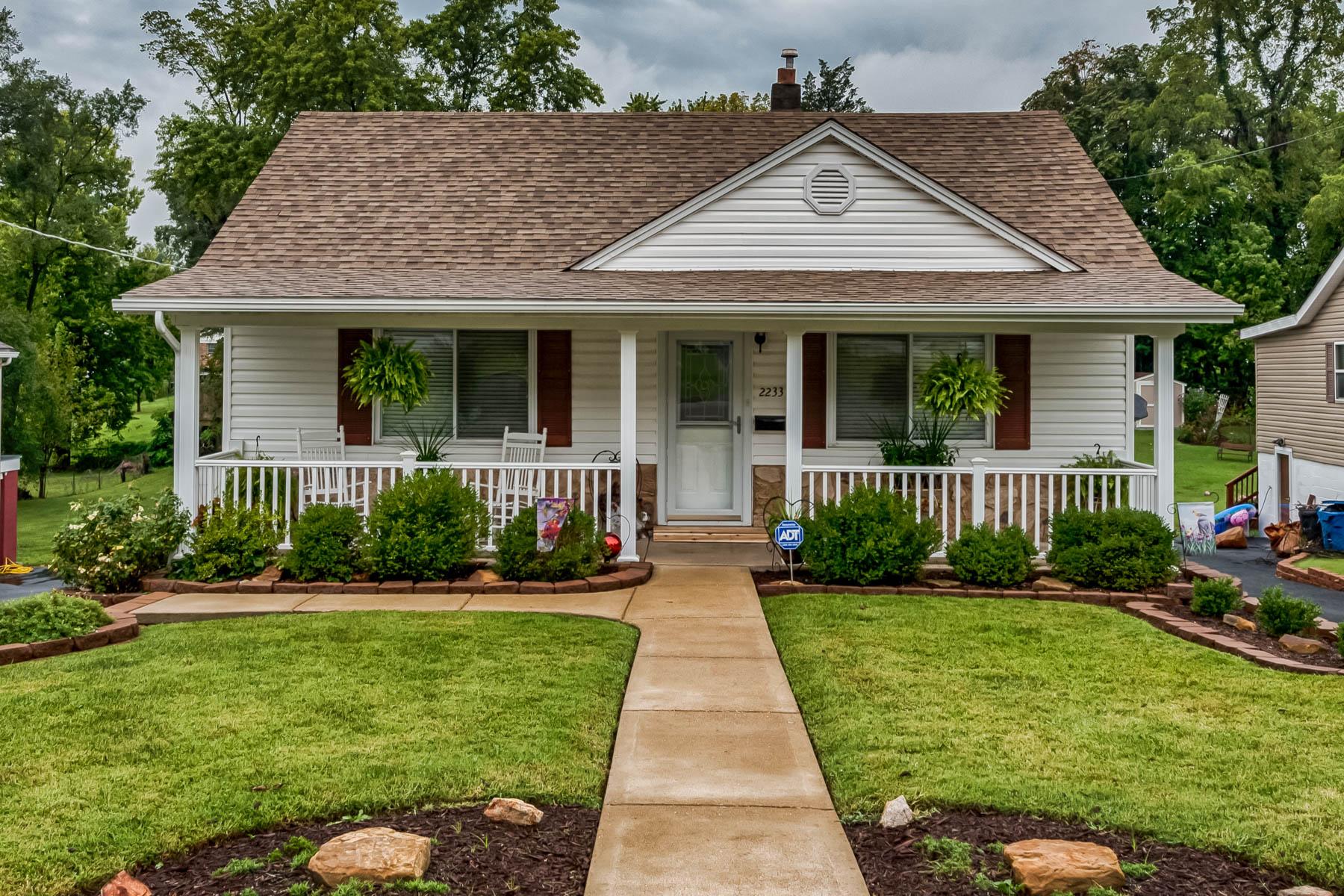 Casa para uma família para Venda às Hood Ave 2233 Hood Ave Overland, Missouri 63114 Estados Unidos