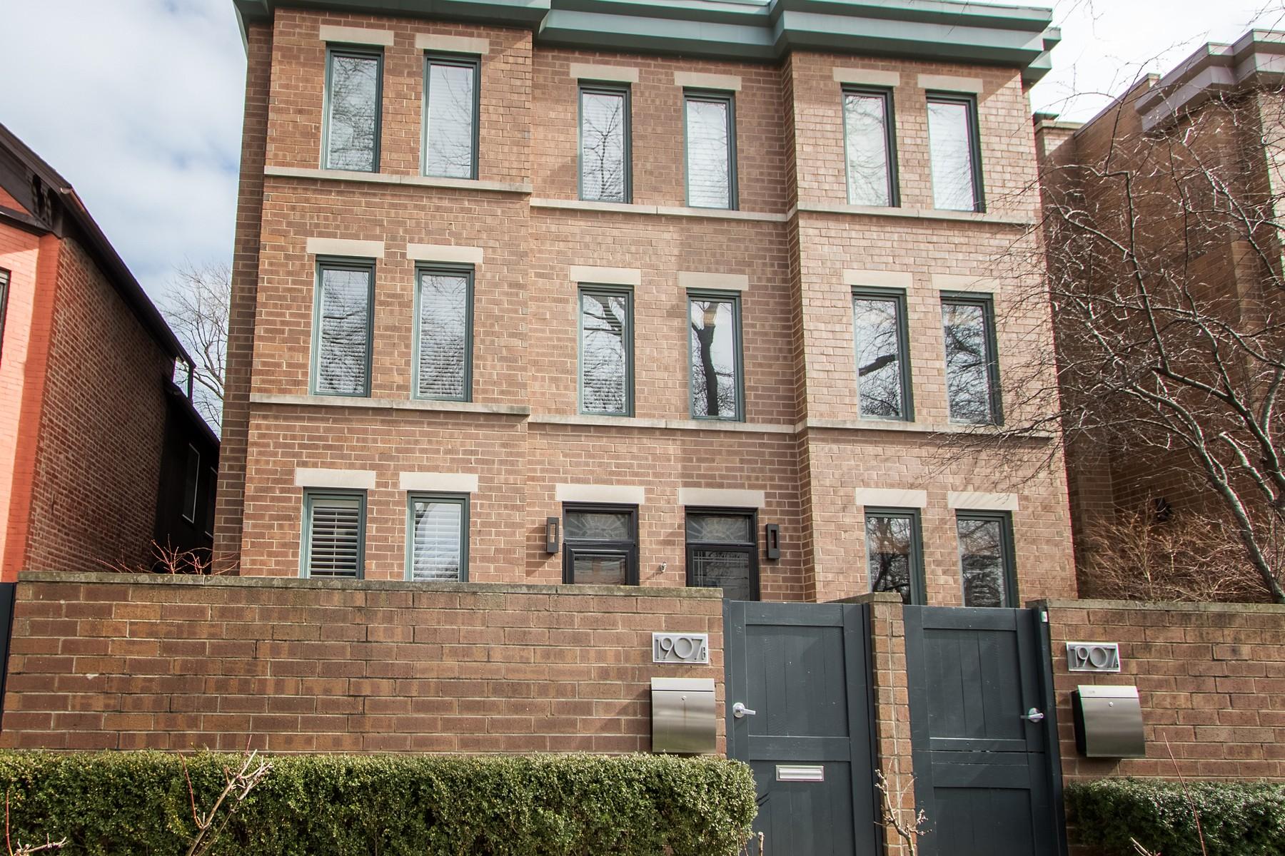 联栋屋 为 销售 在 Perfect Lincoln Park Townhome 1907 N Cleveland Avenue Unit B Lincoln Park, 芝加哥, 伊利诺斯州, 60614 美国