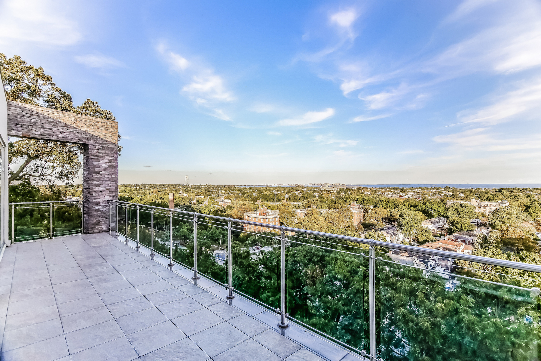 Additional photo for property listing at Pristine Todt Hill Mansion 186 Flagg Street Staten Island, New York 10304 United States