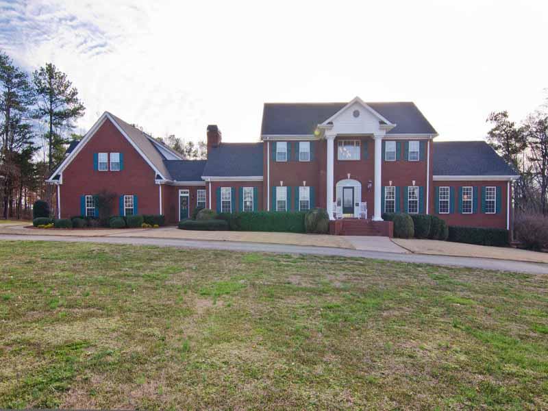 Einfamilienhaus für Verkauf beim Three Homes in One on 5 Acre Estate 4062 Chattahoochee Road Cumming, Georgia 30041 Vereinigte Staaten