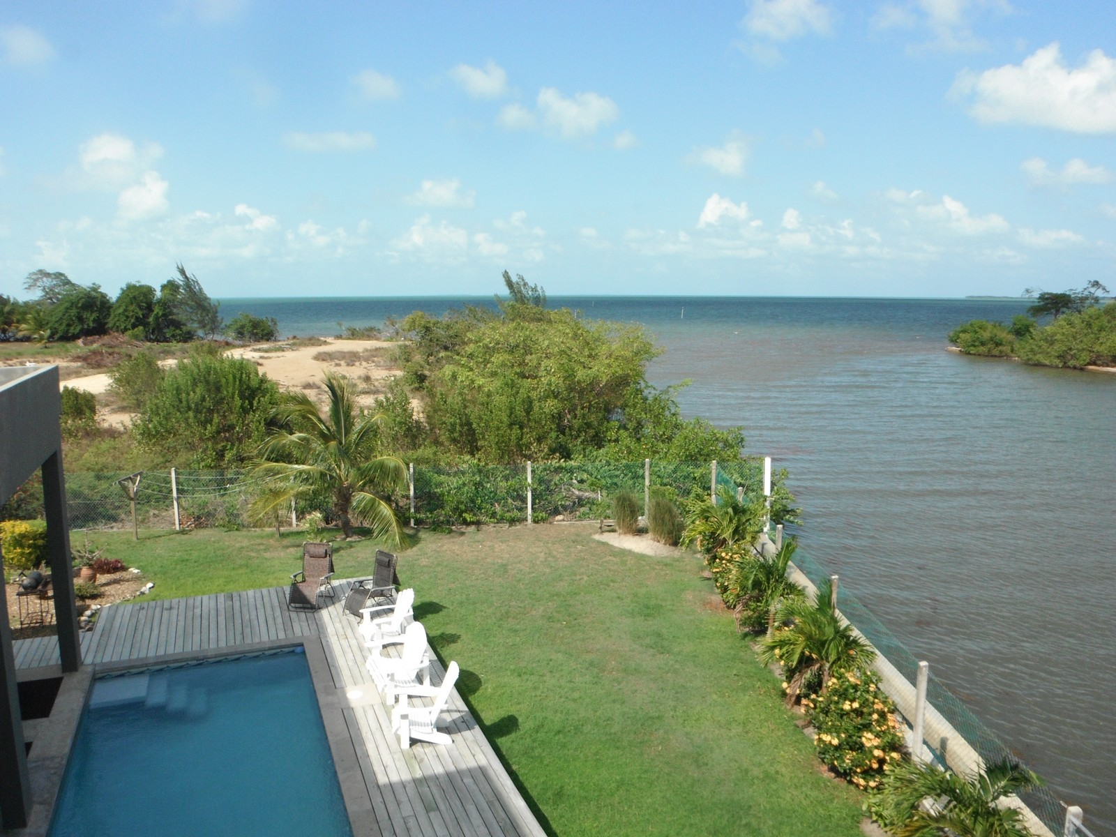 Additional photo for property listing at Oceanfront Casa Del Mar Ladyville, 伯利兹城 伯利兹
