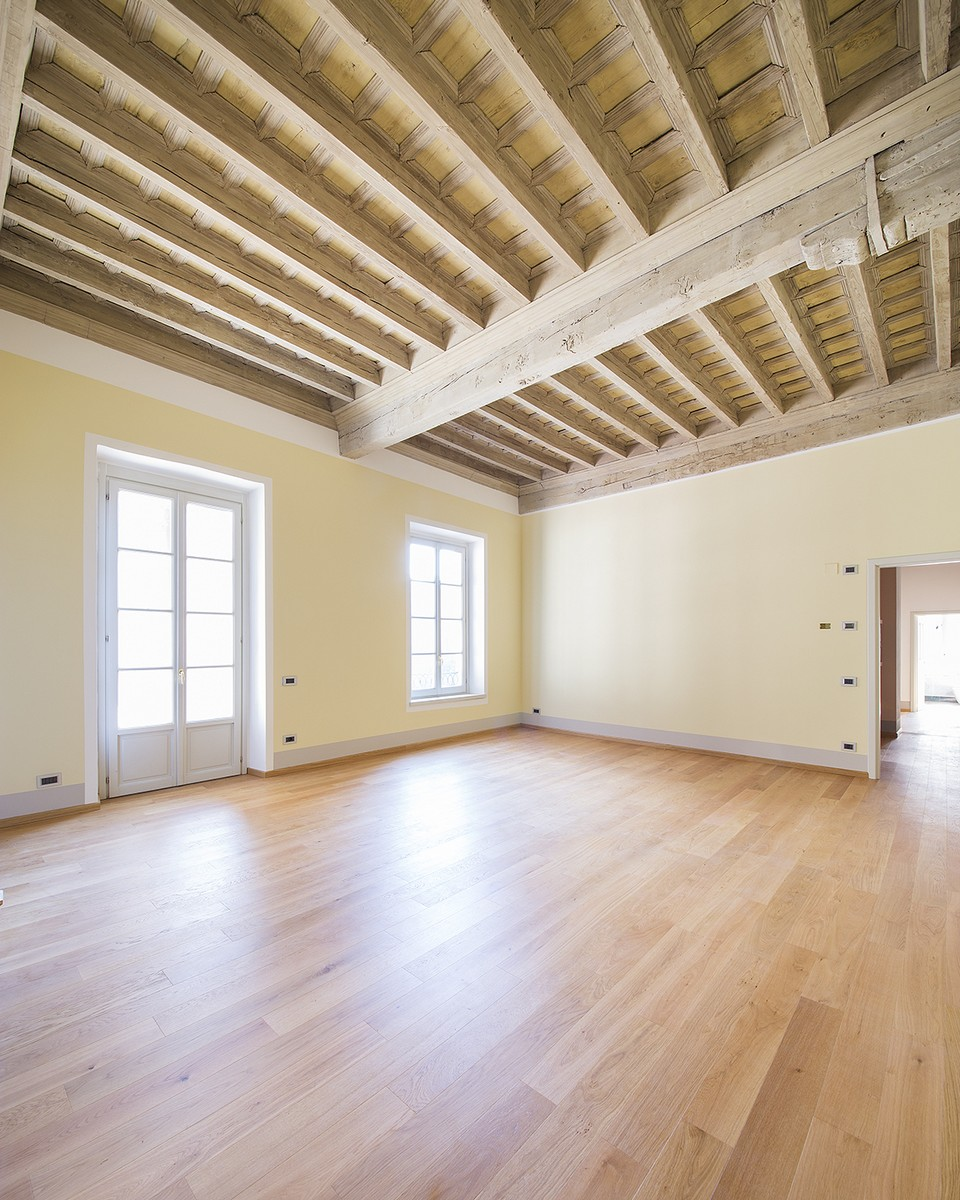 Additional photo for property listing at Finely renovated apartment in the historic center of Como Via Cinque Giornate Como, Como 22100 Italia