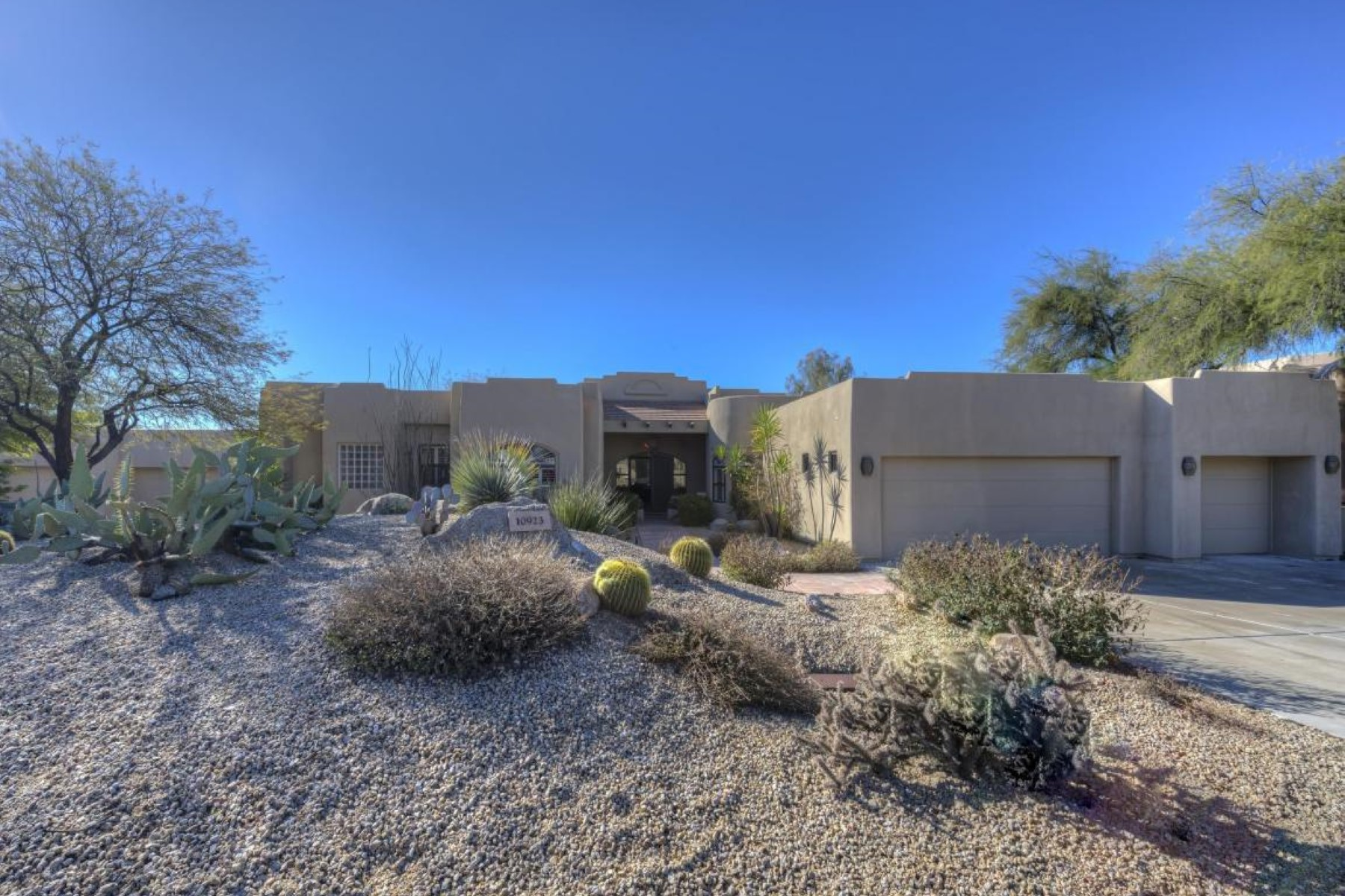 Condominium for Sale at Gorgeous home in the privately gated subdivision of Candlewood Estates 10923 E Sutherland Way Scottsdale, Arizona, 85262 United States