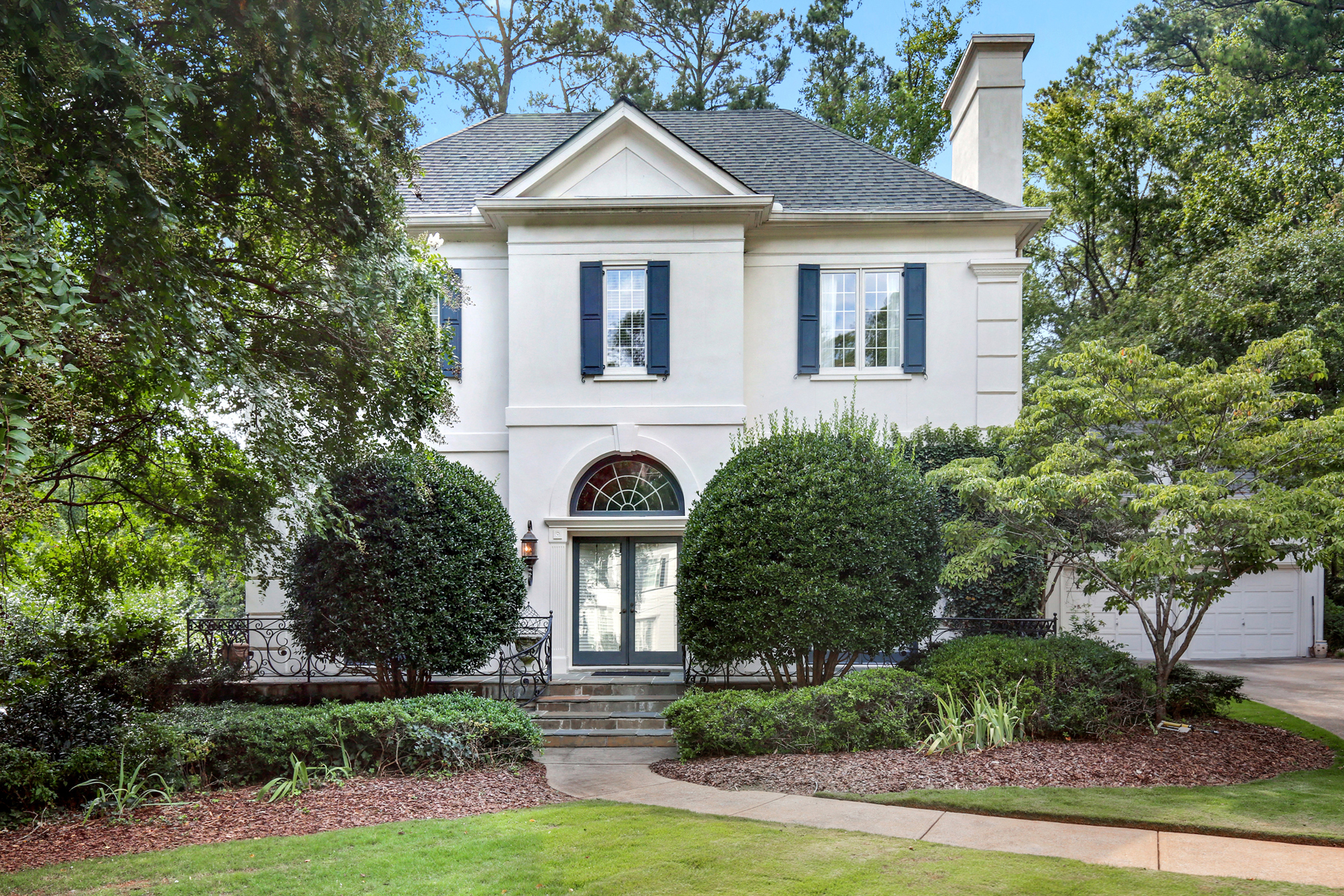 一戸建て のために 売買 アット Elegant Traditional Home In Perfect Buckhead Location 1280 West Wesley Road NW Atlanta, ジョージア, 30327 アメリカ合衆国