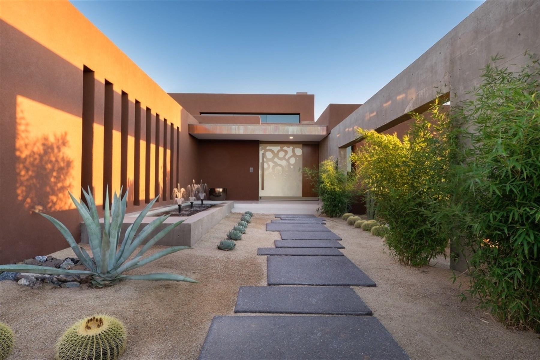 Einfamilienhaus für Verkauf beim Modern and recently built custom contemporary home in Scottsdale 36735 N 102nd Pl Scottsdale, Arizona, 85262 Vereinigte Staaten