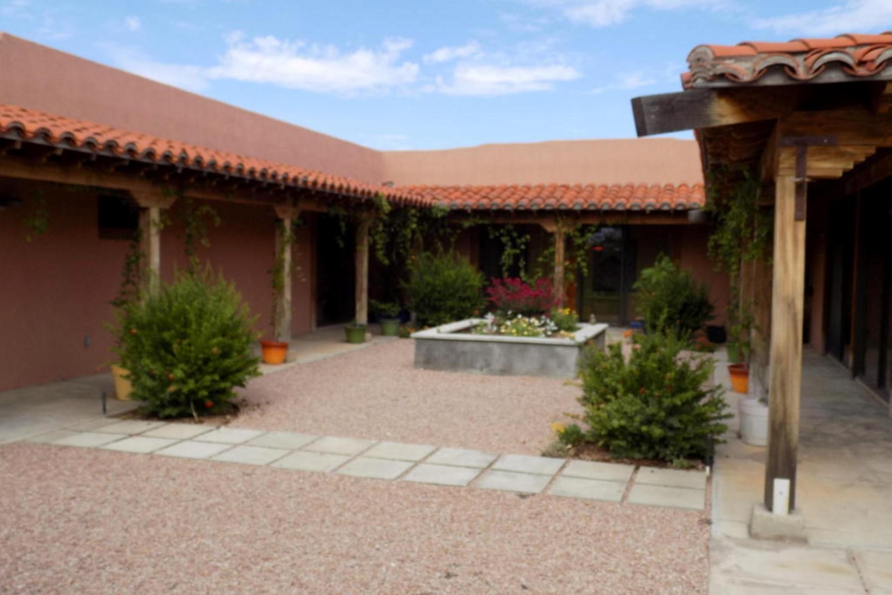 Vivienda unifamiliar por un Venta en Custom-built and beautifully situated home in the Sonoita Meadows. 12 Black Oak Drive Sonoita, Arizona 85637 Estados Unidos