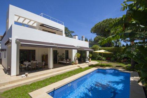 Vivienda unifamiliar por un Venta en Villa in Marbella East Marbella, Costa Del Sol 29600 España