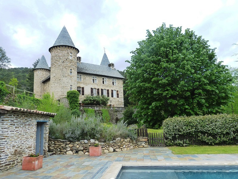 Additional photo for property listing at CEVENNES MAGNIFIQUE CHATEAU DU XVI éme  Uzes, Languedoc-Roussillon 30700 France
