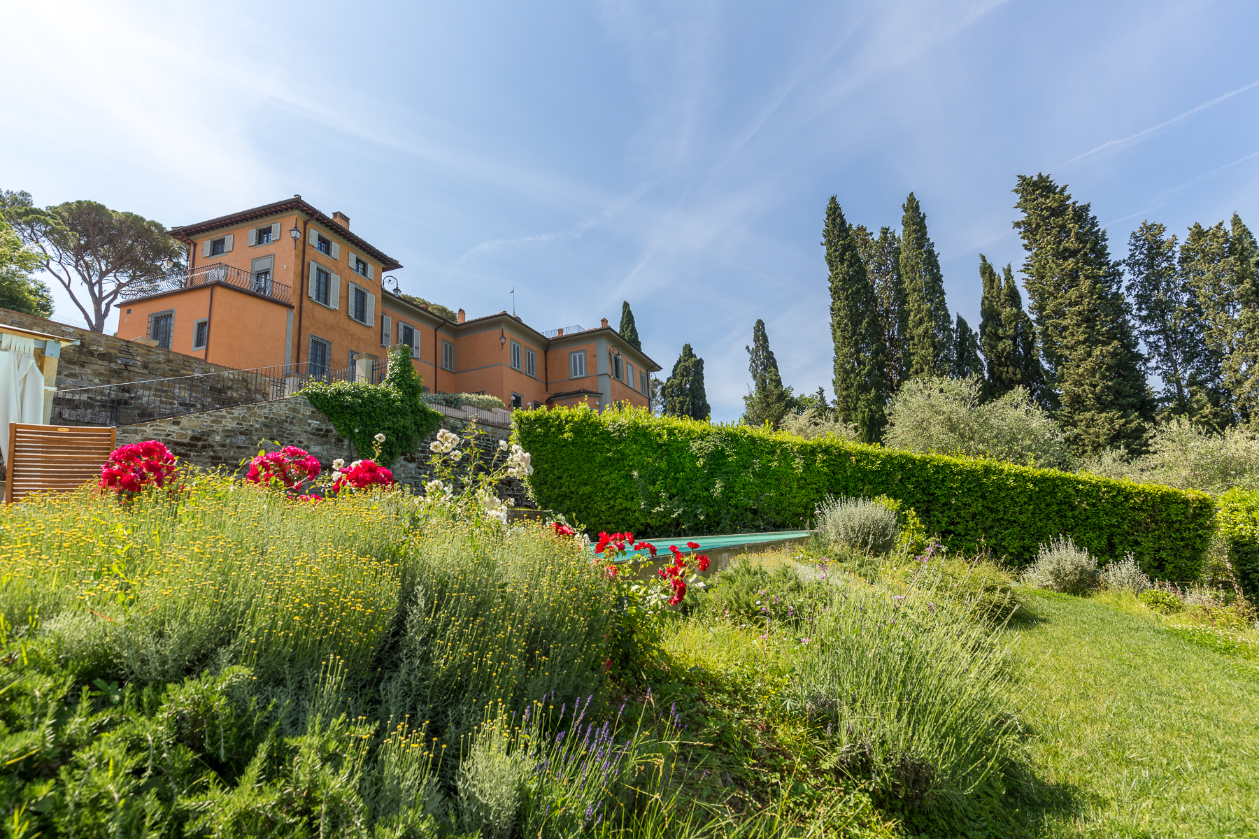 Maison unifamiliale pour l Vente à Restored villa with pool and panoramic views Torre del Gallo Firenze, Florence 50122 Italie