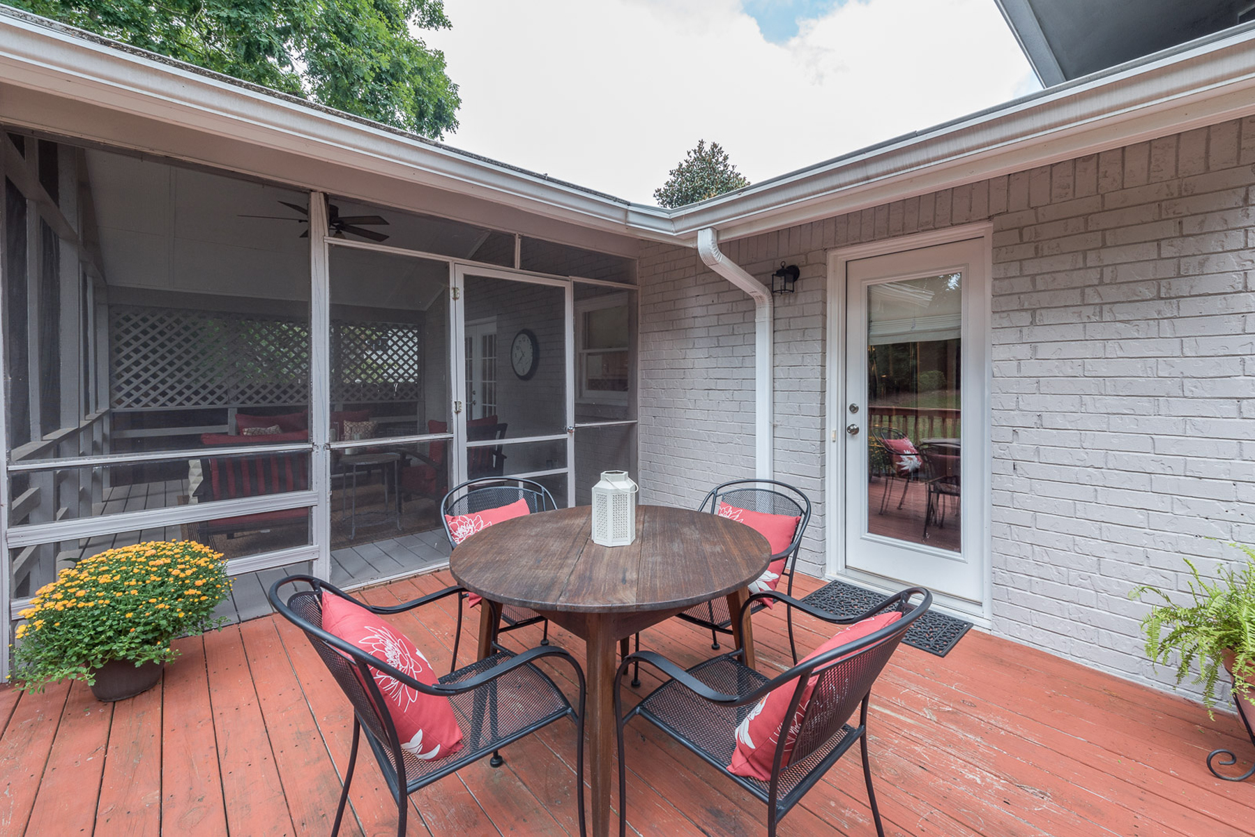 Additional photo for property listing at Amazing Home Extensively Renovated On Large, Fenced Lot 2501 Maclaren Circle Dunwoody, Γεωργια 30360 Ηνωμενεσ Πολιτειεσ