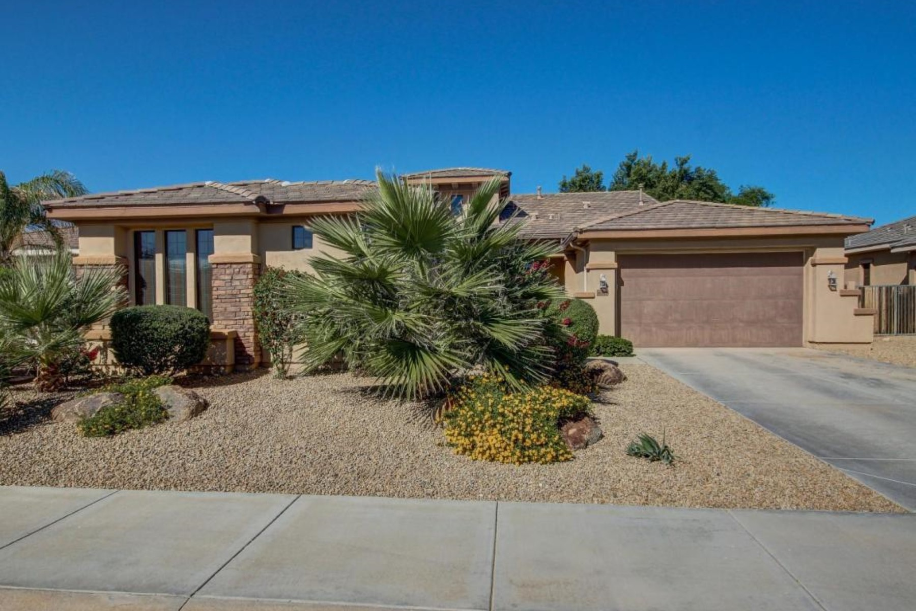 Property For Sale at Single story home in Goodyear