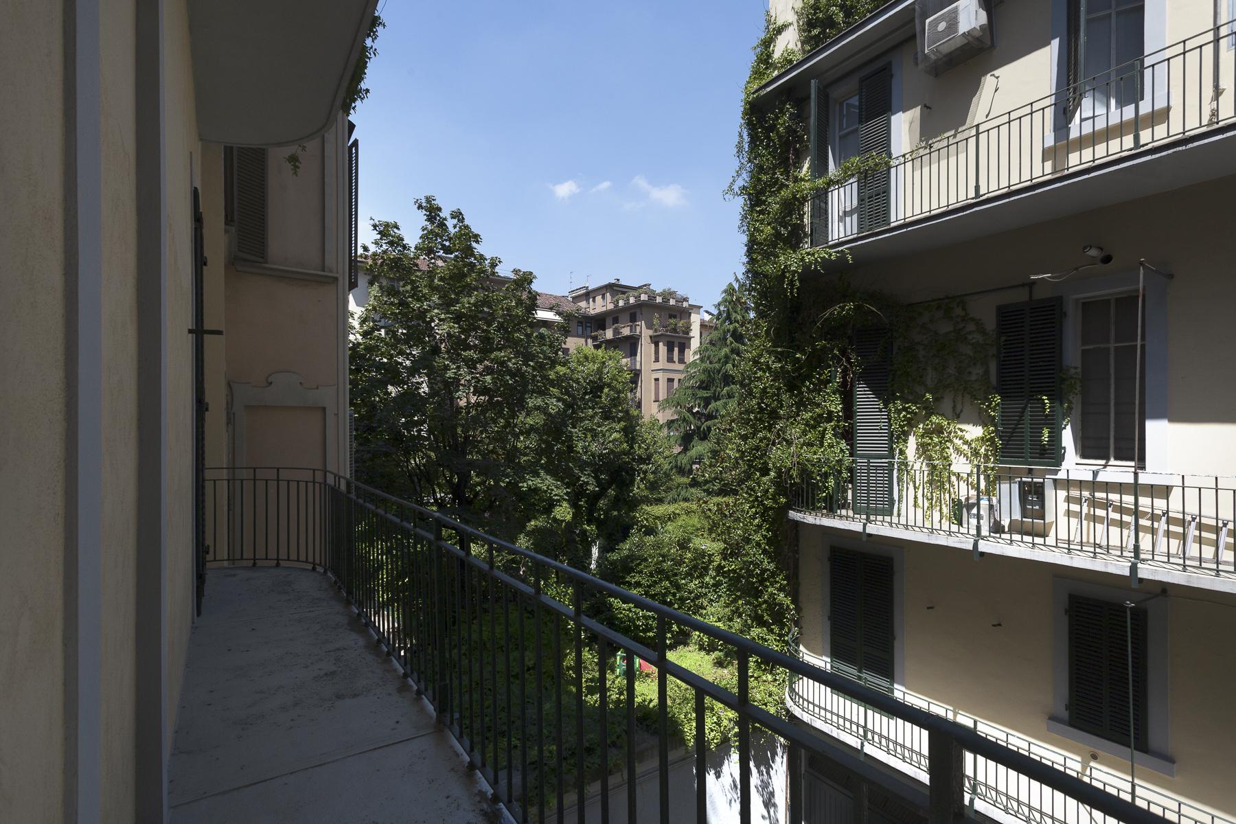 Additional photo for property listing at Ufficio di rappresentanza nel cuore del quartiere Crocetta Corso Re Umberto Torino, Torino 10128 Italia