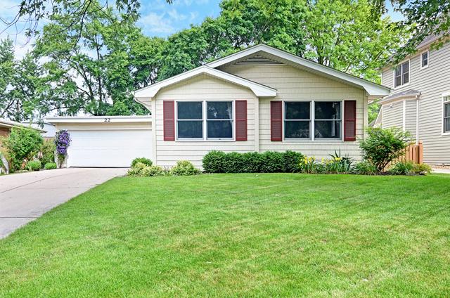 Maison unifamiliale pour l Vente à 22 Elmwood Naperville, Illinois, 60540 États-Unis
